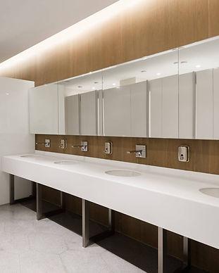 Vonios-stalvirsiai-pastatomi-pakabinami-ileidziami-baldiniai-praustuvai-kriaukles-HPL-liet