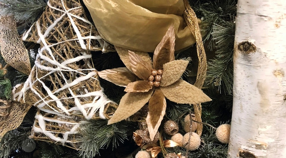 poinsettia-with-twine-Christmas-tree