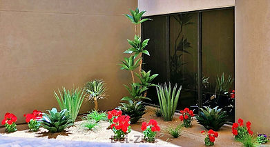 faux-succulents-with-geranium-highlights
