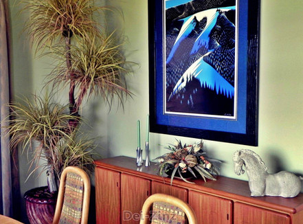 artificial-botanical-decor-in-home-dining-room