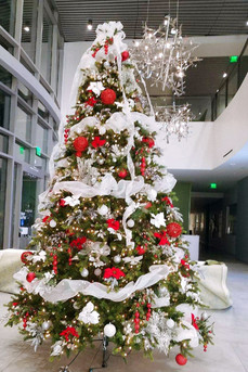 12-foot-artificial-Christmas-tree-in-Isa