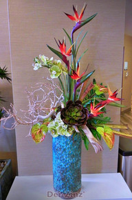 Holiday Inn hotel silk tropical arrangement
