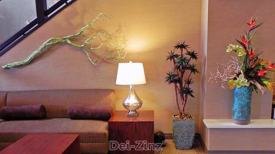 Holiday-Inn-lobby-plants-and-decor