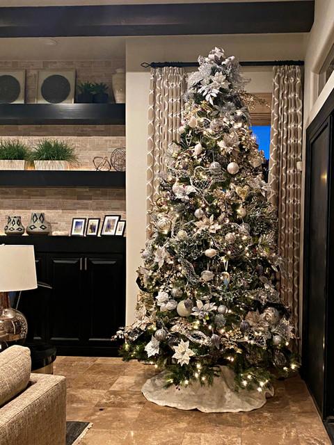 elegant gold and white Christmas tree de