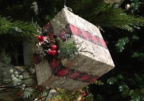 Christmas-giftbox-ornament
