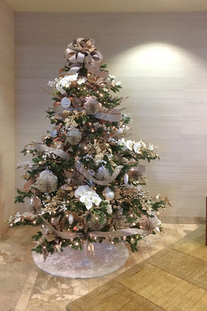 Wide-7-foot-artificial-Christmas-tree
