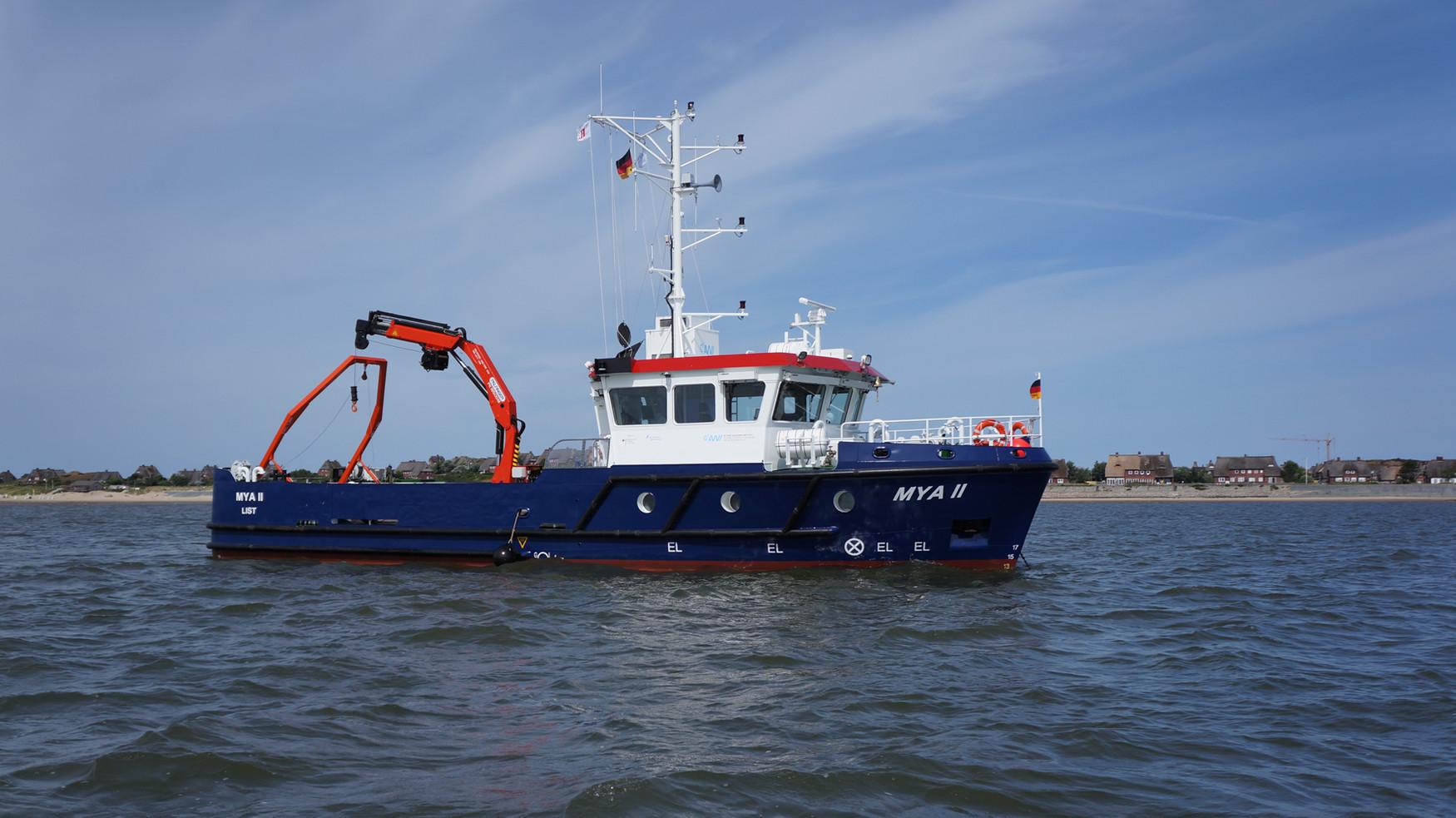 Onderzoeksschip in waddenzee
