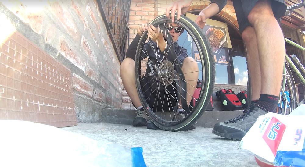 Réparation roue de vélo, Equateur