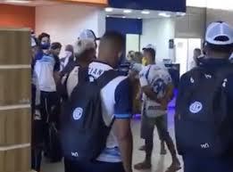 Torcedores do Confiança recebem jogadores com ameaças em Aracaju