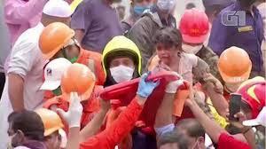Equipes resgatam criança com vida 20 horas após desabamento de prédio na Índia