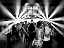 profesionálne osvetlenie tanečného parketu na svadbe v Lozorne pri Bratislave