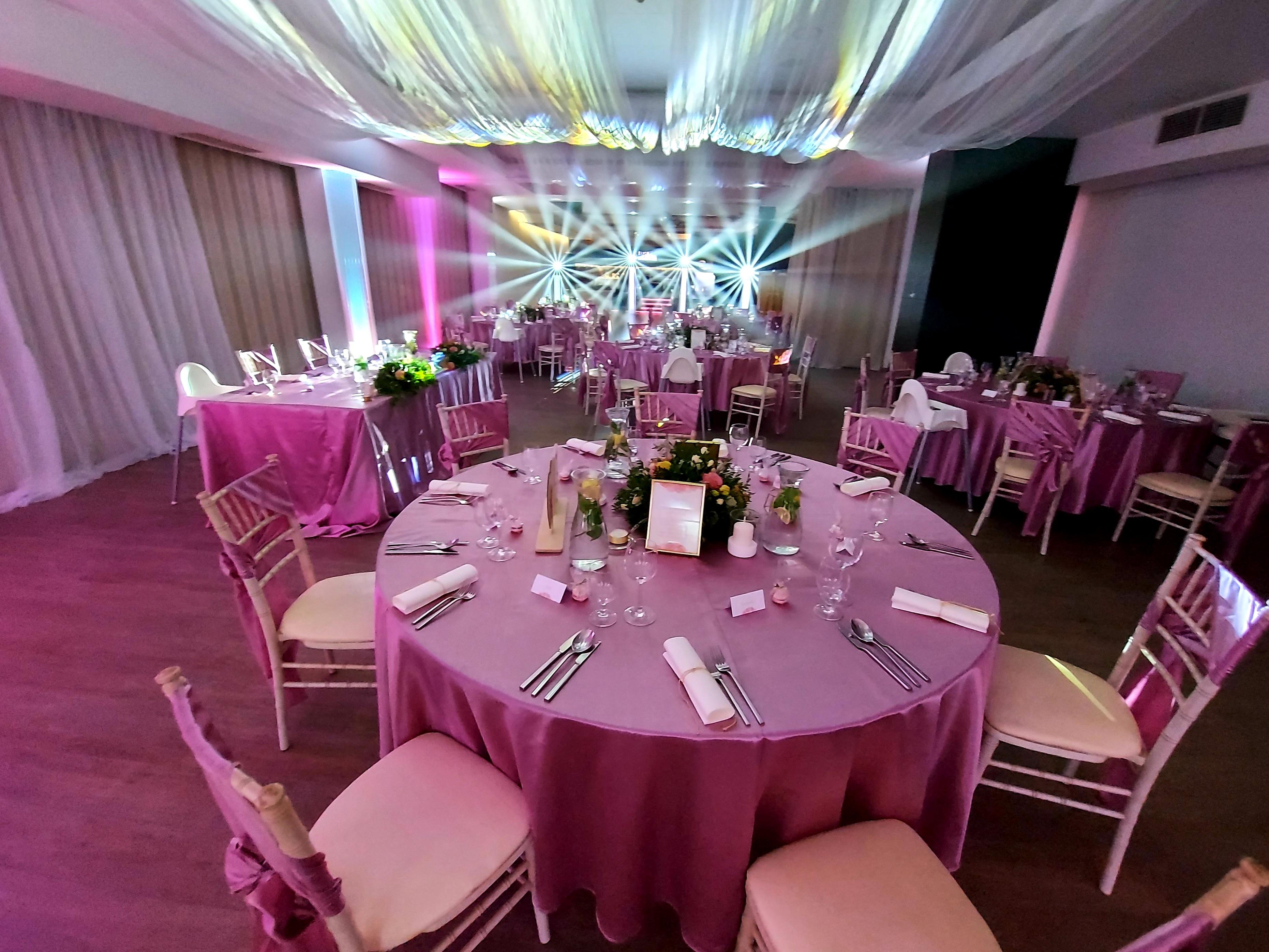 event v Hotel Turiec v Martine aj profesionálne osvetlenie sály a svadobného priestoru