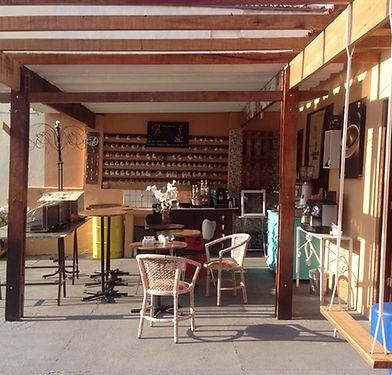 Feiras e Eventos Corporativos, Empresariais e Sociais com Baristas Profissionais. Local e salão de festas para festas e eventos. Cafeteria em SP e locação de máquinas de café Nespresso.