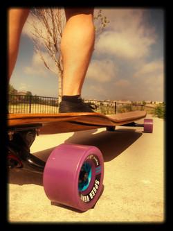 Longboard with Seismic wheels