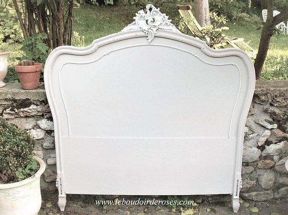 Tête de lit ancienne patinée blanc lin style Louis XV