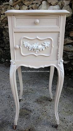 Chevet ancien patiné blanc lin style Louis XV