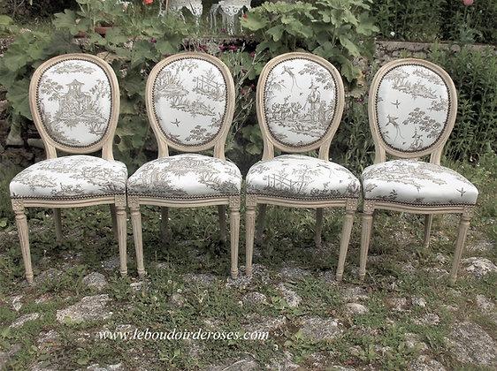 Chaise médaillon tapissée ancienne, patinée lin vieilli, tissu toile de Jouy, style Louis XVI, en hêtre massif.