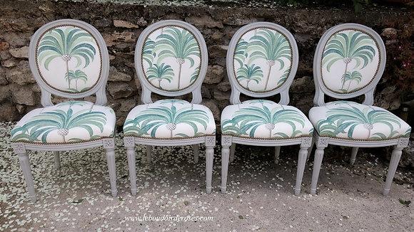 Chaise médaillon tapissée ancienne, patinée gris-vert, tissu thevenon, style Louis XVI, en merisier massif.