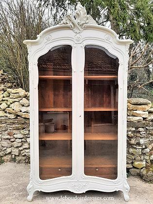 Armoire, bibliothèque, ancienne du XXème, patiné blanc, style Louis XV