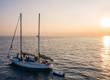 In barca a vela alle Cinque Terre