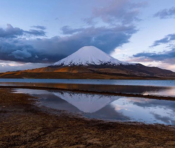 Lago Chungarà e vulcano Parinacota