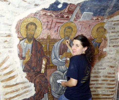 @Ophelie-Soulas-retouchant-une-fresque