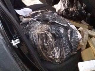 Polícia Federal apreende 140 quilos de maconha escondidos em carro