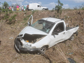 Exclusivo: Grave acidente na PB 393 próximo a Cajazeiras, deixa pai e filho feridos.