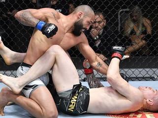 Cajazeirense Bruno Blindado suporta pressão inicial e nocauteia Wellington Turman no UFC Las Vegas