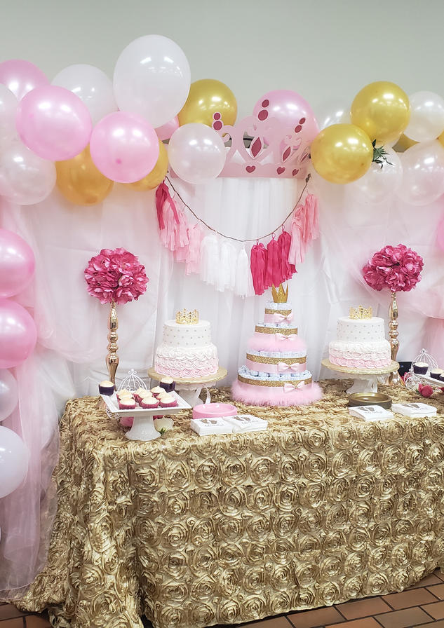 Balloon arch and table set-up by Passion Driven Parties