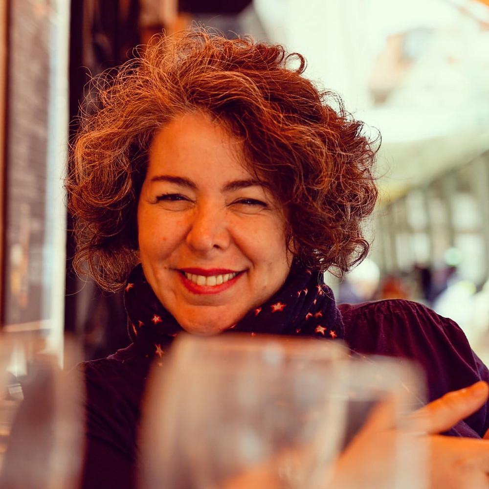 Actríz, cantante de Tangos, presentadora de eventos, coach artística , y creadora de espectáculos de Café Concert de Tango.