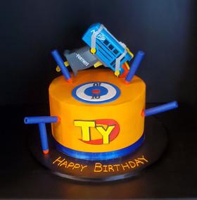 Nerf Birthday Cake - Battlebus Fortnite.