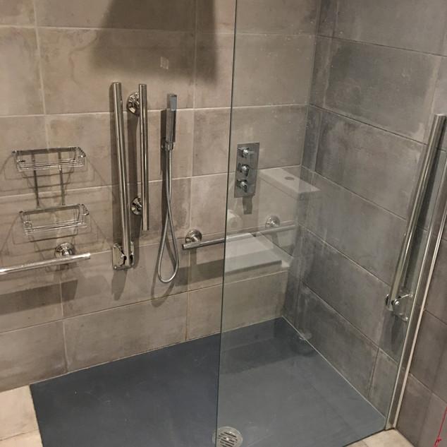 Transistional Unit Shower