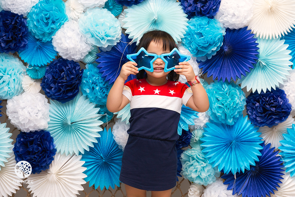 Photo Booth pom pom flower backdrop