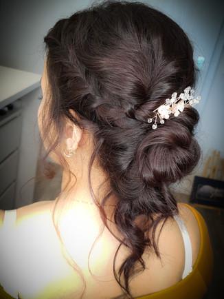Brautfrisur mit Headpiece