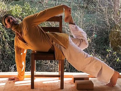 DassPrem Stiefsohn   Yoga am Sessel   Sessel Yoga   Chair Yoga