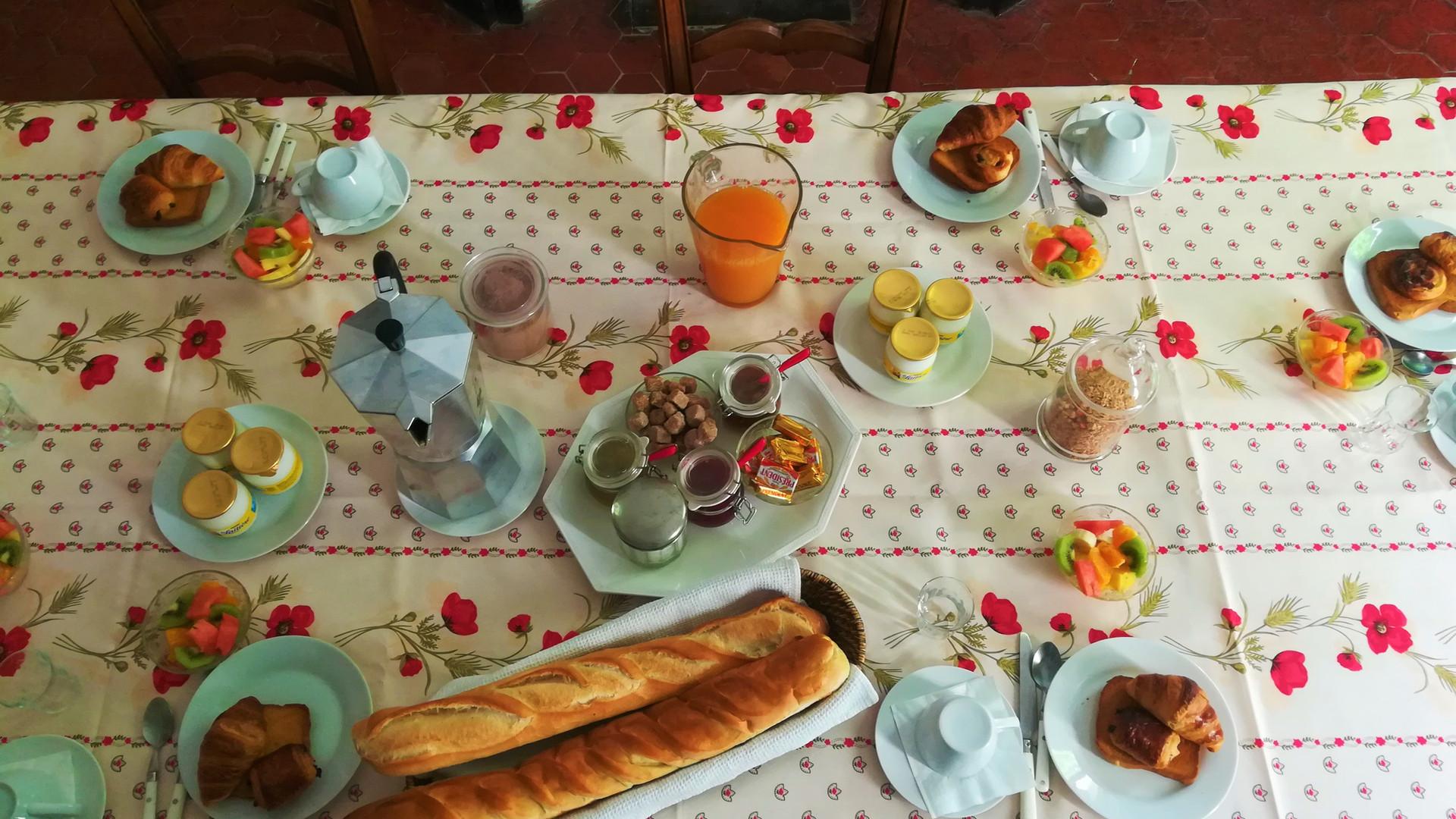 Petit déjeuner chambre d'hôtes provence
