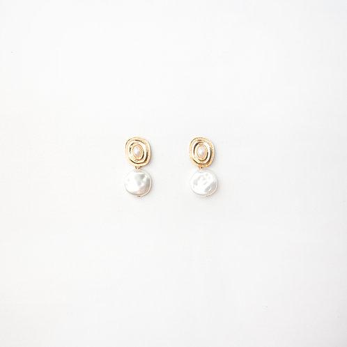 Aretes Botones Dorados Perlas