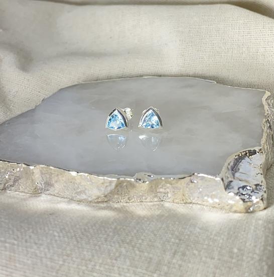 Brinco Trindade Divina - Topázio Azul - 6 mm