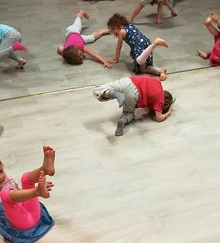 2020-DANCING-CHILDREN-BANDEAU.jpg