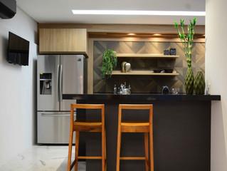 Cozinha Refresh! Nosso mix de área gourmet com cozinha nessa casa reformada