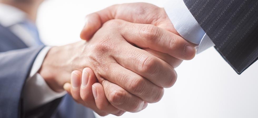 新規取引先との握手