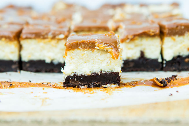 BROWNIE CHEESECAKE BARS WITH DULCE DE LE