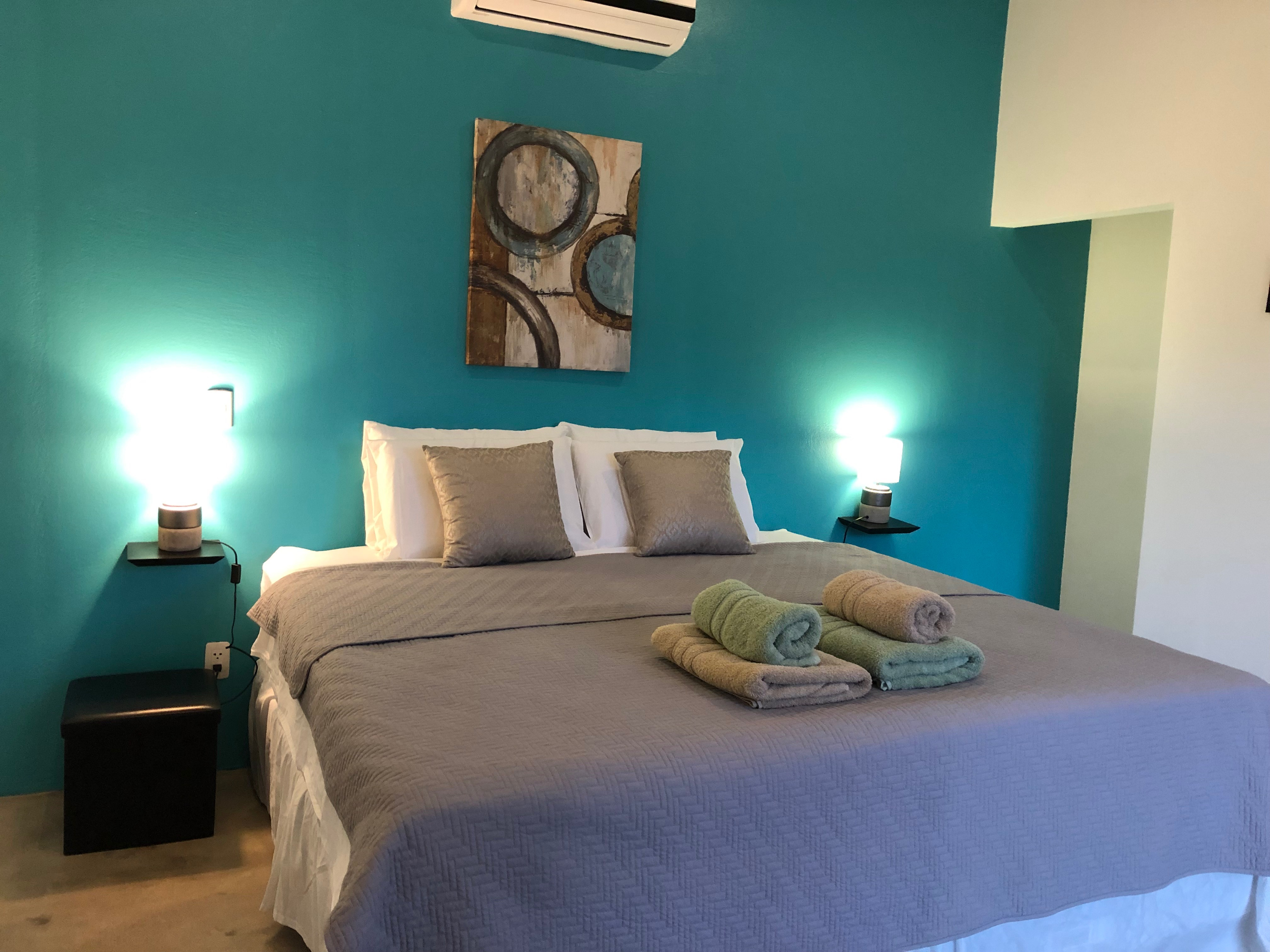 Room 2 Pax