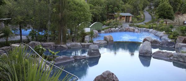 zone-escapes-fitness-retreat-wairakei-terraces-hot-pool