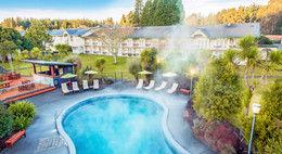 zone-escapes-fitness-retreat-wairakei-resort-hot-pool