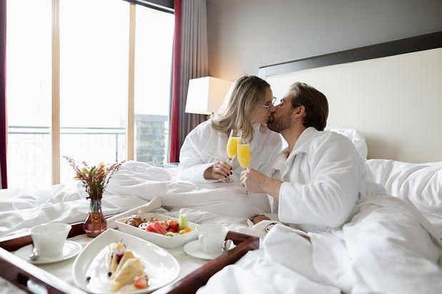 couple breakfast room 7.jpg