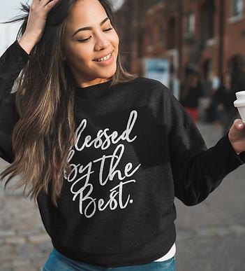 heather-sweatshirt-mockup-of-a-happy-wom