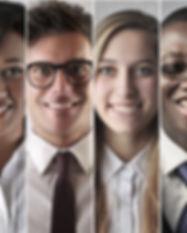 Grupo de funcionários sorrindo