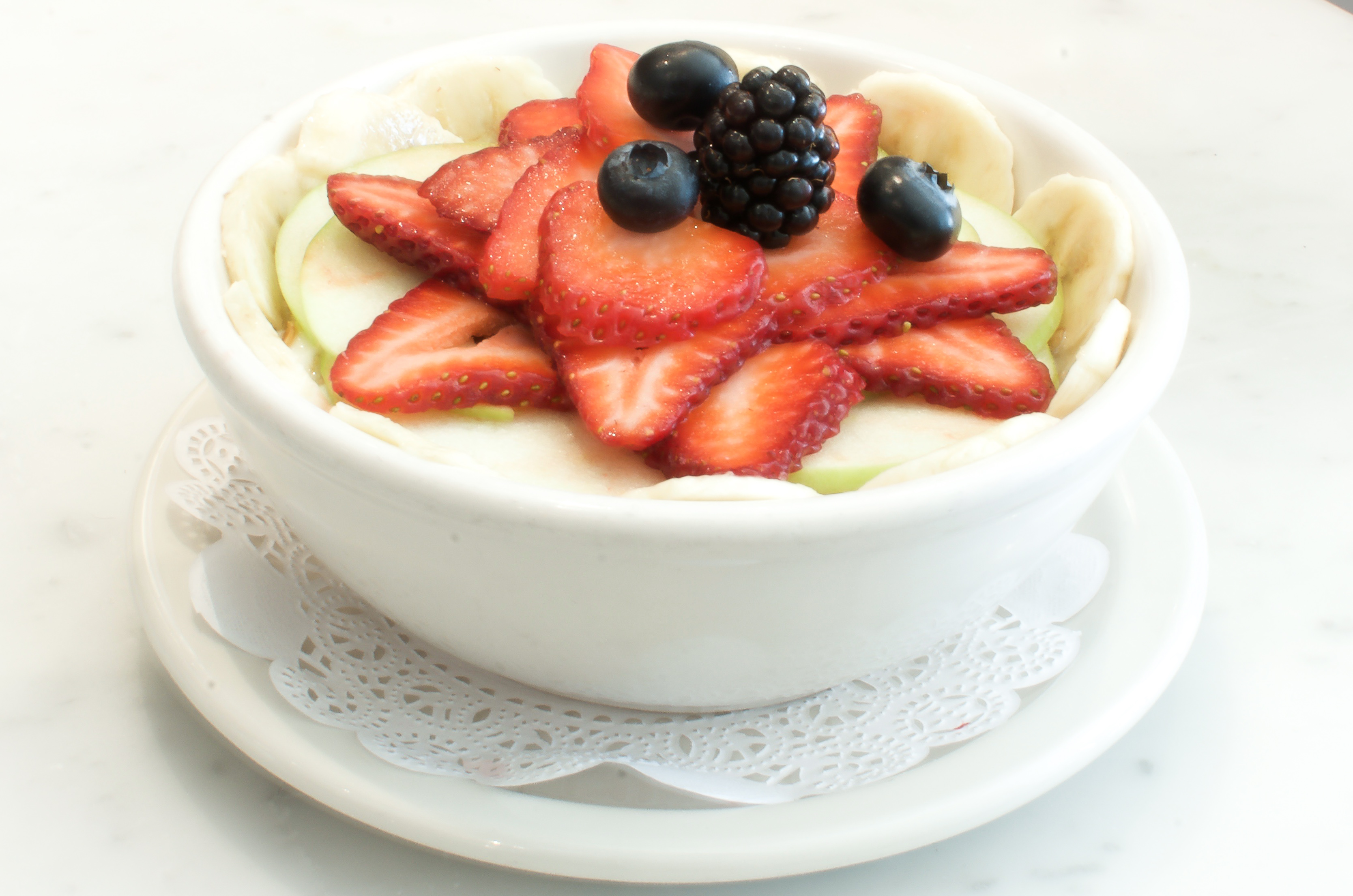 granola fruit and yogurt